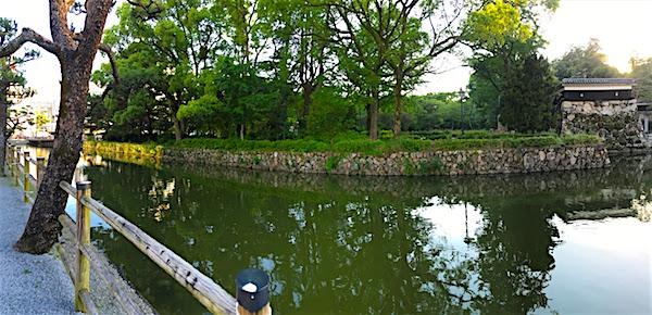 高知城前の池